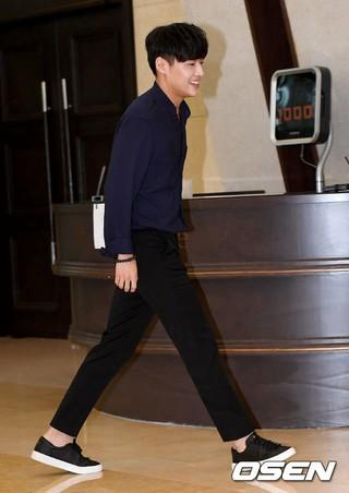 俳優カン・ハヌル、女芸人チョン・ジョンアの結婚式に参加。27日、ソウル。