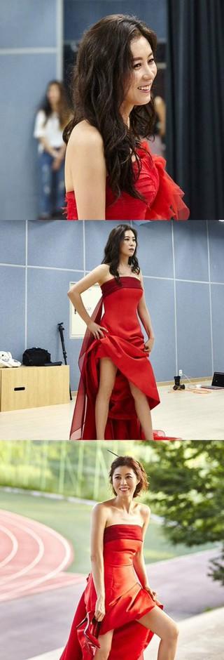 女優ムン・ソリ、画報公開。赤いドレスで堂々としたポーズ。