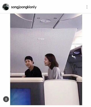 俳優ソン・ジュンギ、婚約者ソン・ヘギョとのパパラッチ(?)写真公開。「paparazzi」。