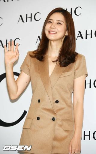 女優イ・ボヨン、化粧品ブランド「A.H.C」のイベントに出席。