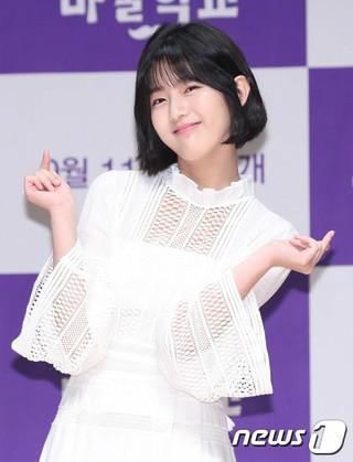 女優シン・ウンス、JTBCウェブドラマ「魔術学校」制作発表会に出席。