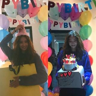 女優ハン・チェヨン、SNS更新。少し早目の誕生日パーティーをしてくれたスタッフからのサプライズプレゼントに感動。