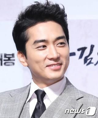 俳優ソン・スンホン、ソウル市内の映画館で開かれた「隊長キム・チャンス」制作発表会に出席。
