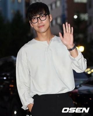 俳優ナムグン・ミン、ドラマ「操作」の打ち上げに参加。