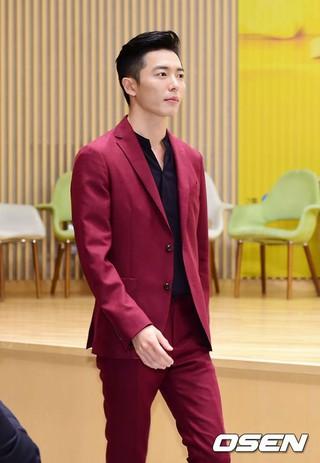 俳優キム・ジェウク、ドラマ「愛の温度」の制作発表会に出席。