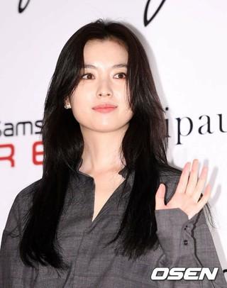 女優ハン・ヒョジュ、ソウル市内で開かれたライフスタイルブランドのオープン記念イベントに出席。