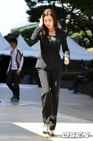 女優カン・ソラ、ブランド「VULGARI」フォト 行事に参加中。ソウル、ロッテ・デパート。