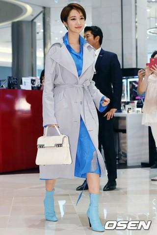 女優コ・ジュンヒ、ベルギーの革小物・アクセサリーブランドのフォトイベントに出席。15日午後、釜山。