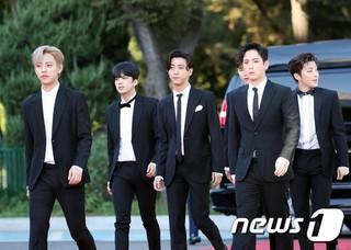 B.A.P、「第1回Soba Best K Music Awards」レッドカーペットに登場。20日午後、ソウル・蚕室学生体育館。