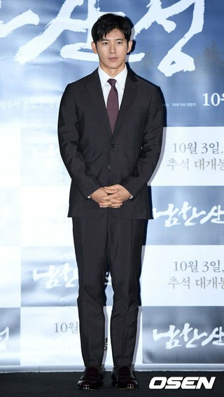 俳優コ・ス、映画「南漢山城」のマスコミ試写会に出席。