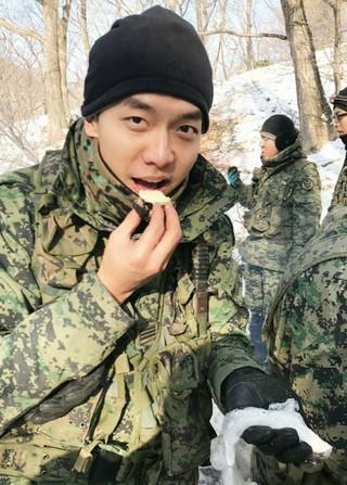 俳優イ・スンギ、軍隊での近況公開。除隊までD-32。