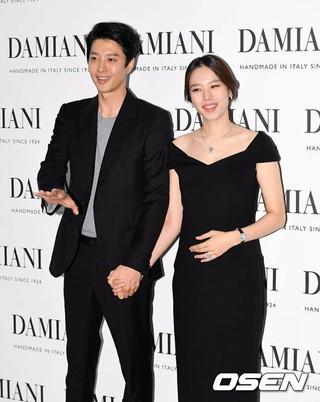 俳優イ・ドンゴン –女優チョ・ユンヒ、今日(29日)レストランで非公開挙式。
