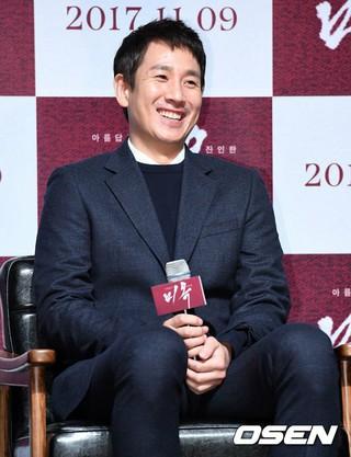 俳優イ・ソンギュン、主演映画「ミオク」の制作報告会に参加中。ソウル狎鴎亭(アックジョン)CGV。