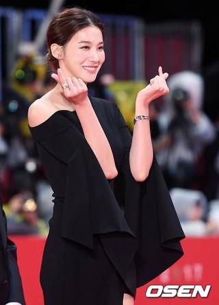 女優ユ・イニョン、「第22回釜山国際映画祭」レッドカーペットに登場。