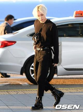 Triple H イドン、空港ファッション。ショーケースのため香港に向けて出国。