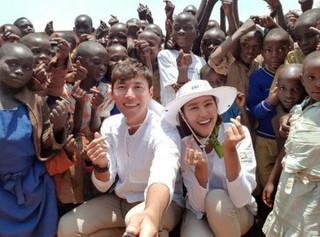 俳優ソン・ジェヒ -チ・ソヨン夫妻、10日間、ルワンダでボランティア活動。