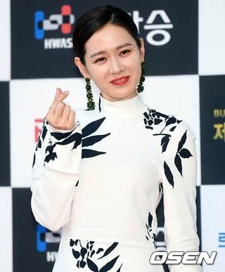 女優ソン・イェジン、第26回釜日映画賞授賞式に出席。13日午後、釜山・BEXCO。