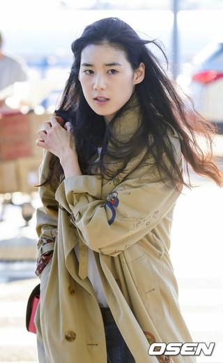 女優チョン・ウンチェ、空港ファッション。英国映画祭に出席のため仁川国際空港より出国。