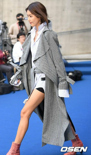 女優チェ・ジョンアン、「2018 S/S HERA SEOUL FASHION WEEK」YCHショーに出席。