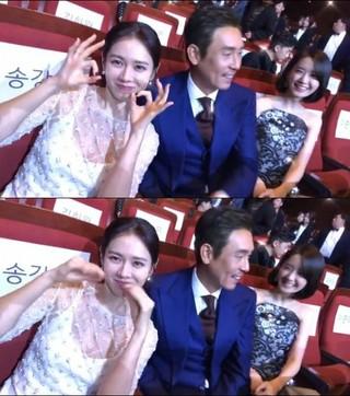 第54回大鐘賞映画祭で主演賞受賞した俳優ソル・ギョング、女優ソン・イェジン &少女時代 ユナと仲良く3ショット。