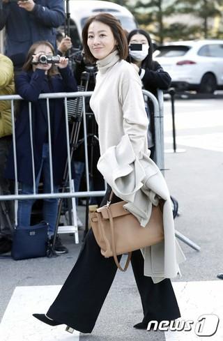 女優イ・ミヨン、俳優ソン・ジュンギ-ソン・ヘギョの結婚式に出席。31日午後、新羅ホテル。