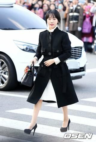 女優イ・ジョンヒョン、俳優ソン・ジュンギ -ソン・ヘギョの結婚式に出席。31日午後、新羅ホテル。