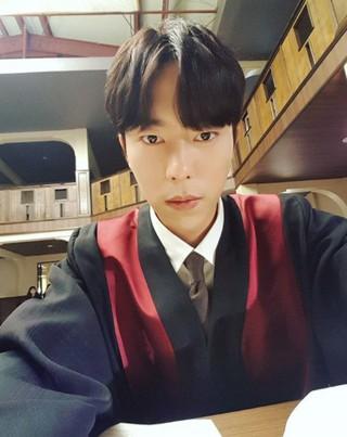 俳優ユン・ヒョンミン、SNS更新。ドラマ「魔女の法廷」の撮影準備中。