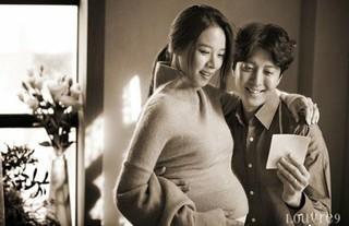 女優チョ・ユンヒ、俳優イ・ドンゴン 夫婦。「臨月画報」を公開。5月に妊娠の事実を公開、9月に秘密結婚式。