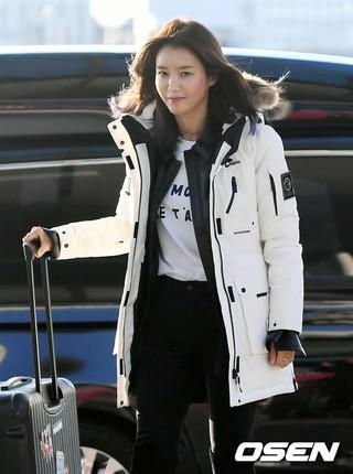 女優チェ・ジョンアン、番組撮影でイタリアに向け出国。16日午前、仁川国際空港。