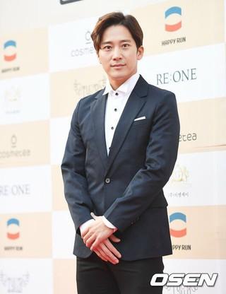 俳優イ・ワン、レッドカーペット行事に参加。「Shin Film」芸術映画祭。