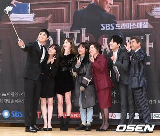 俳優ヨン・ウジン、SBSドラマ「一かハか」出演者たちとセルカ撮影。