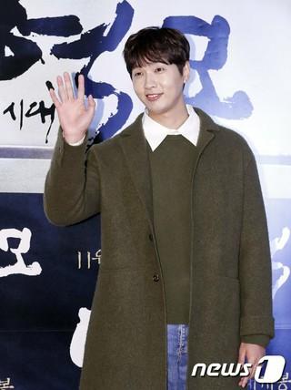 俳優チ・ヒョヌ、映画「逆謀-反乱の時代」VIP試写会に出席。ソウル・建大ロッテシネマ。