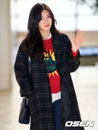 女優イ・ソンビン、Mnet MAMA出演のため日本に向けて出国。金浦空港にて。