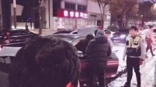 少女時代 テヨンの交通事故。「特別待遇」騒動のまとめ。●事故後、追突されたタクシー乗客の2人の女性(職場の同僚関係)が「我が被害者なのに、有名アイドルである理由なのか、加害者が