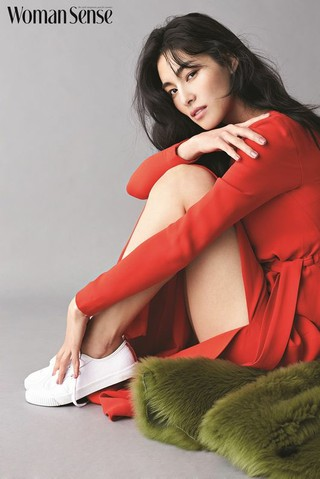 女優キム・ジョンファ、画報公開。WomanSence。