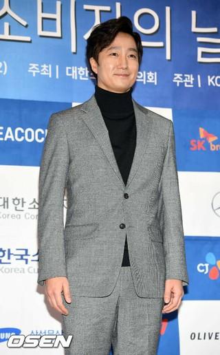 俳優パク・ヘイル、「第22回消費者の日授賞式」に出席。