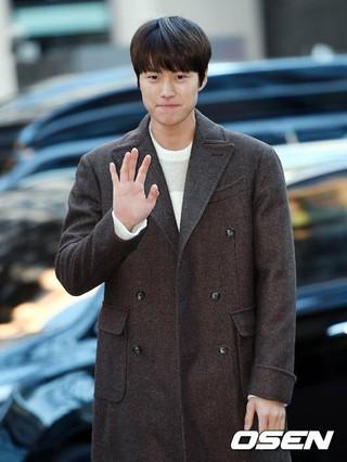 5urprise コンミョン、ドラマ「ピョン・ヒョクの愛」の打ち上げ会場に到着。