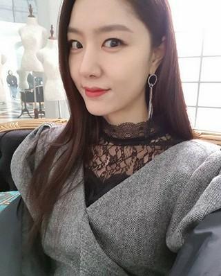 女優ソ・ジヘ、SNS更新。「今夜は一杯飲みましょうか?」
