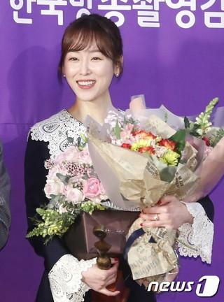 女優ソ・ヒョンジン、「2017グリメ賞」撮影監督が選んだ最優秀演技者賞を受賞。ソウルKBS。