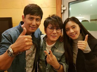 ユー・シャオグァン&チュ・ジャヒョン 夫妻、歌手シン・スンフン のコンサート観覧。