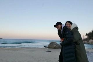 女優ユン・スンア、SNS更新。海を背景に。