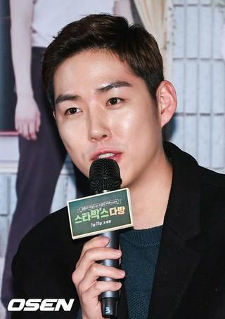 俳優ペク・ソンヒョン、映画「スターパク&#39&#59;ス喫茶店」のメディア試写会に出席。
