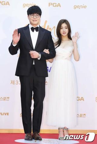 ソン・シギョン - カン・ソラ、「第32回ゴールデンディスク授賞式」レッドカーペット(2日目)に登場。