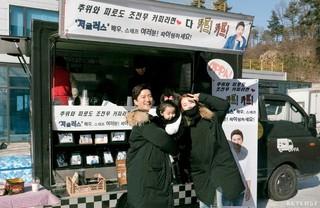 女優ソ・イヒョン、ドラマ撮影中の夫で俳優イン・ギョジンを応援。ドラマ「ジャグラス」チームにコーヒーのケータリングカーをプレゼント。