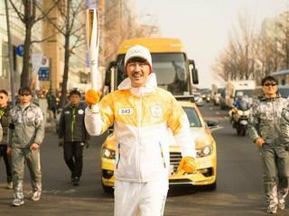 俳優チャ・スンウォン、平昌冬季五輪の聖火リレーに登場(1月15日)。