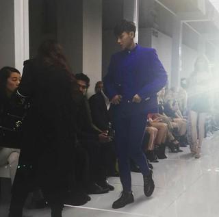 ファッション・ショーに招待された元「EXO」TAO、マナー違反で非難の声