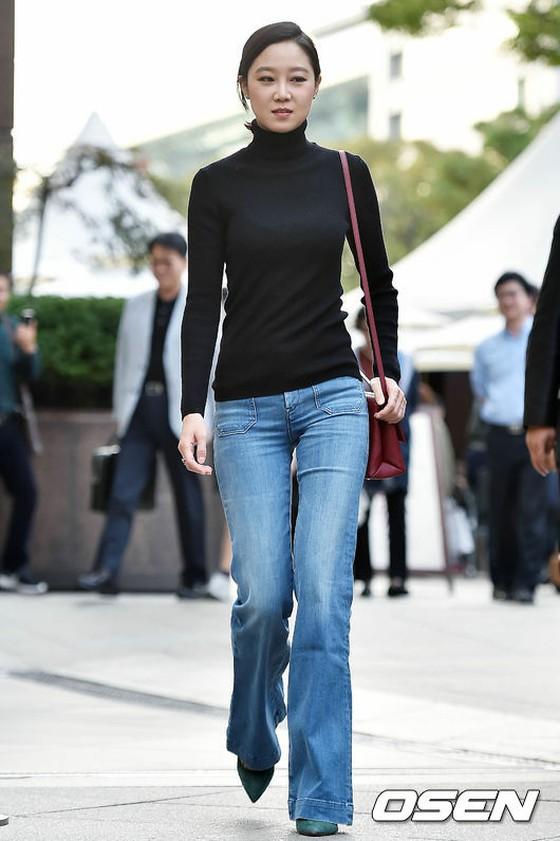 「f(x)」ルナも、80年代風のシャツをパンツにインしちゃってるあたりが・・・