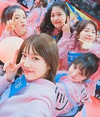 ガールズグループ「Red Velvet」全員揃ってアイドル陸上大会に参加!キュートなセルカを公開♪