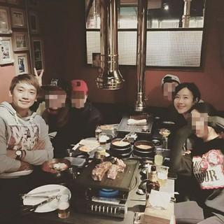 """Rain×ピョル、JYPエンタ初期メンバーで同窓会!""""ウェルカムトゥー既婚者ワールド"""""""
