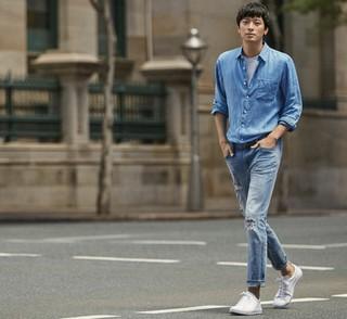 俳優カン・ドンウォンの「抜群のスタイル」を見せ付けている写真。